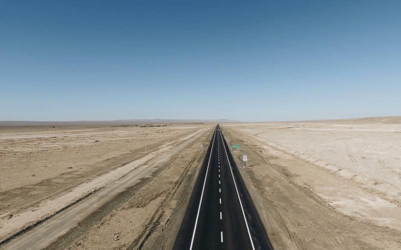 真っ直ぐな道の画像